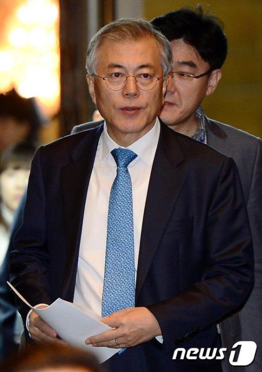 [사진]의총 참석하는 문재인 의원