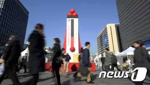 [사진]사랑의 온도탑 '절반이 눈앞에'