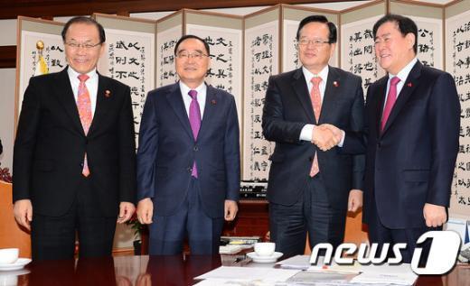 [사진]정홍원 총리와 경제-사회 부총리, 국회의장 면담