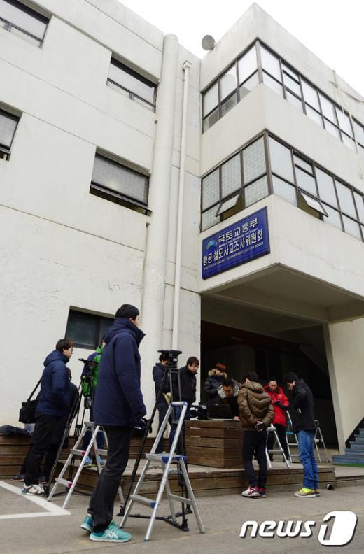 [사진]조현아 `땅콩 회항` 대한항공 사무장, 국토부 출석 거부