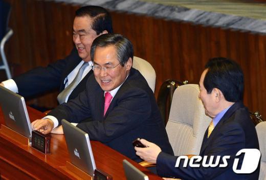 [사진]대화하는 새정치민주연합 지도부