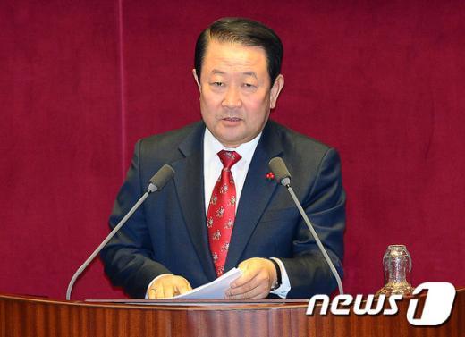 [사진]본회의 긴급현안질문하는 박주선 의원