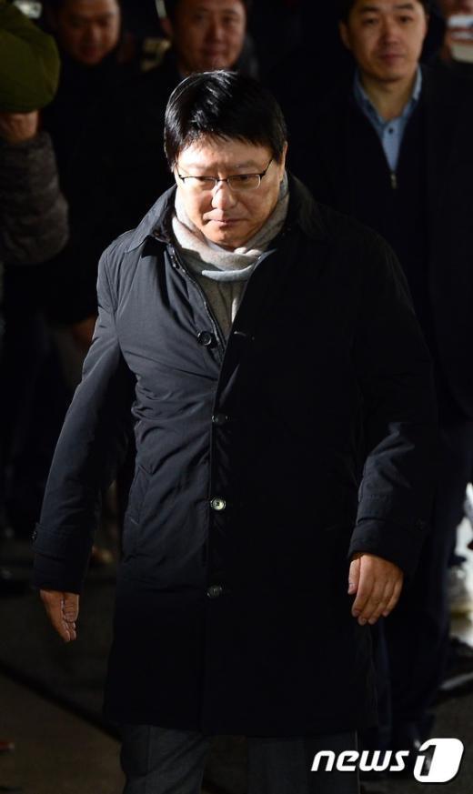 [사진]검찰 출석하는 박지만 회장