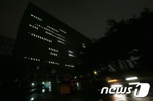[사진]불 밝힌 검찰청사