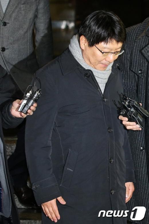 [사진]귀가하는 박지만 회장, '국정개입 의혹 진실은?