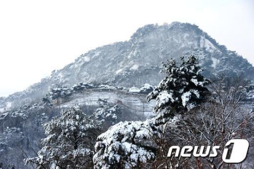 [사진]눈 쌓인 북악산