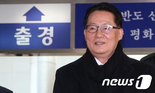 [사진]박지원, 김정일 3주기 조화 전달 위해 방북