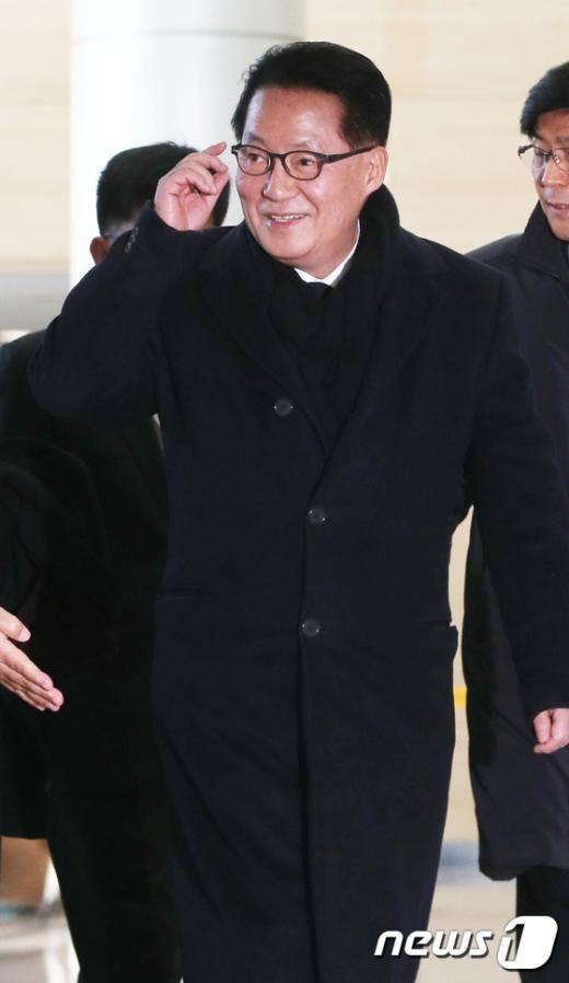[사진]박지원 '미소 지으며 방북'