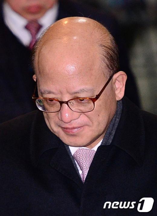 [사진]퇴근하는 박한철 헌법재판소장