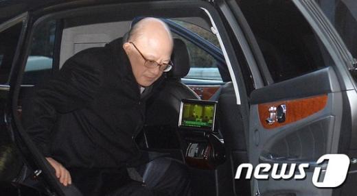 [사진]출근하는 박한철 헌법재판소장