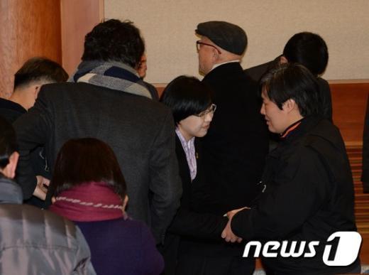 [사진]당원 위로하는 이정희 대표