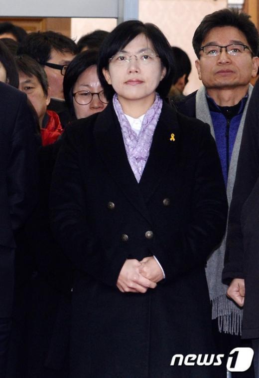 [사진]통합진보당 해산, 두손 모은 이정희 대표