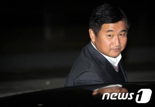 박관천 경정이 서울중앙지검에 소환돼 조사를 받은 뒤 떠나고 있다. /뉴스1 © News1 송은석 기자