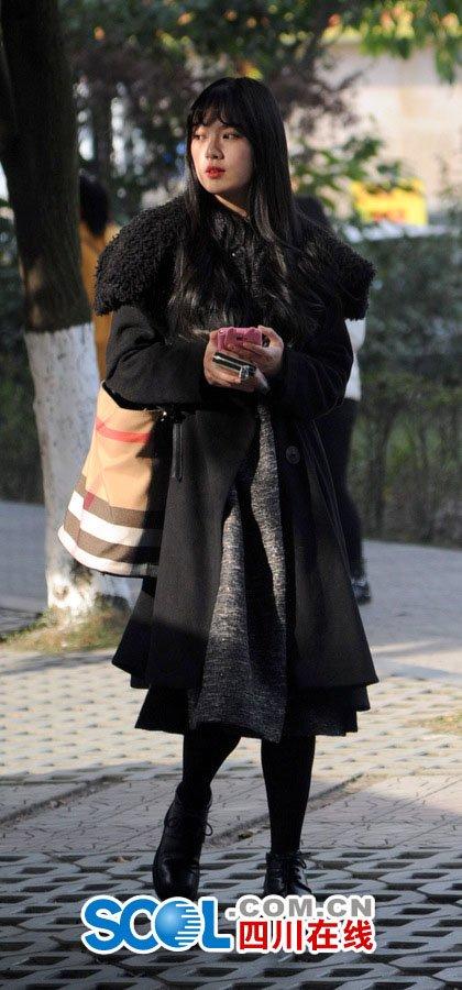 """쓰촨이공대학 예술학교 입시 현장…""""미녀 가득"""""""