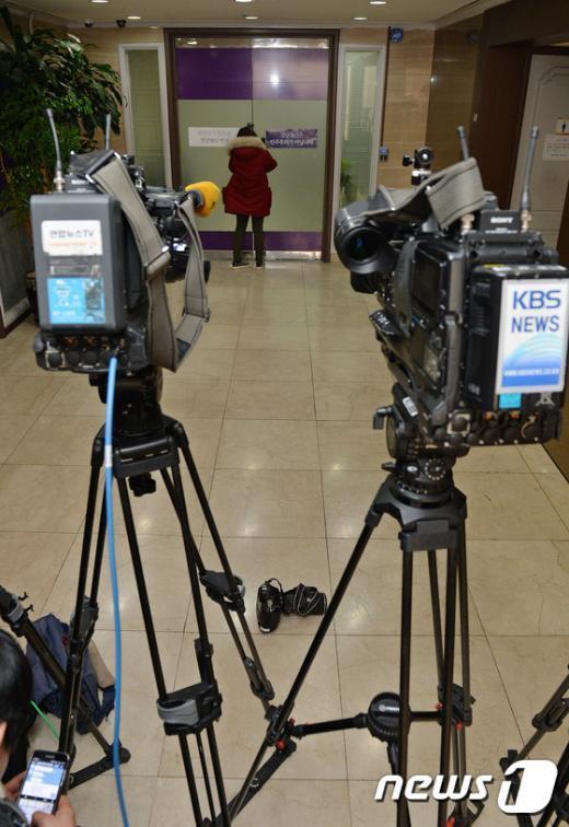 [사진]통합진보당 사무실 앞 취재진