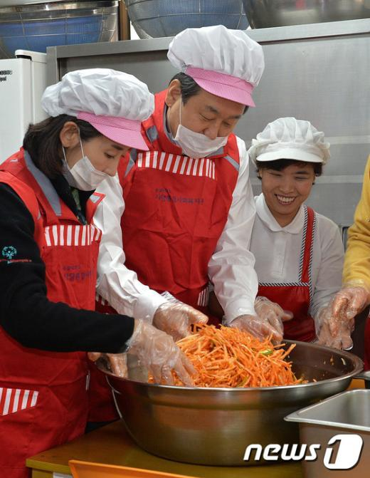 [사진]봉사활동 나선 김무성 대표