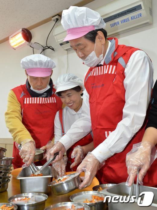 [사진]대선승리 2주년 기념해 봉사활동 나선 김무성 대표