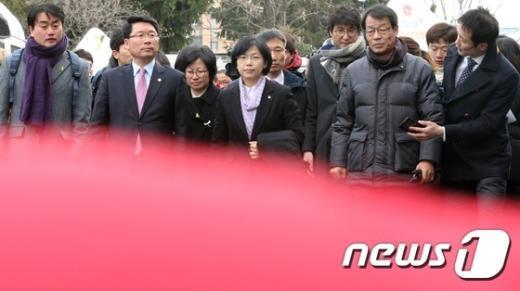 [사진]헌재 들어서는 통합진보당