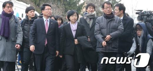 [사진]헌재 대심판정 들어서는 통합진보당