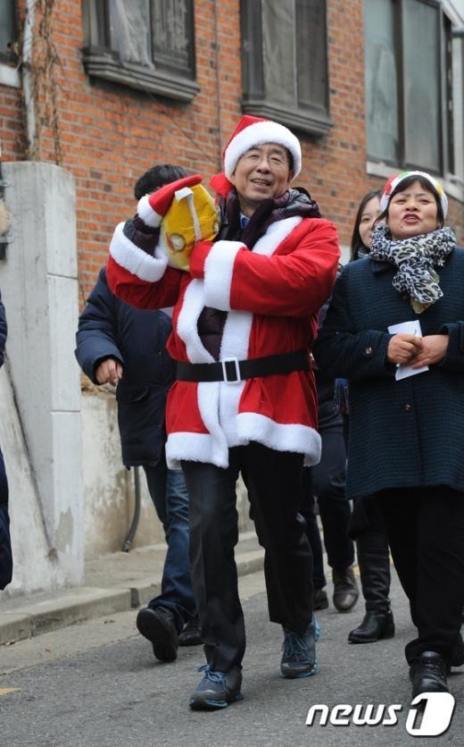 [사진]발걸음 가벼운 일일산타 박원순 시장