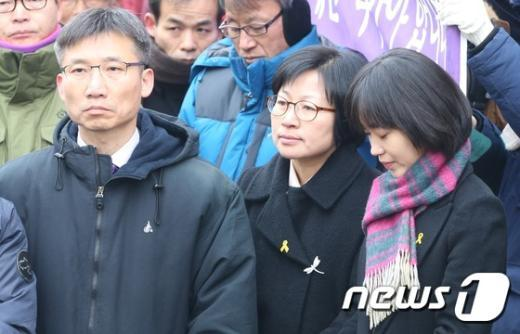 [사진]통합진보당 정당해산 반대 집회 참석한 의원들