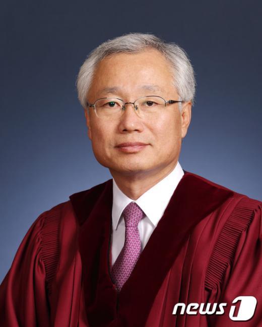 [사진][통진당 해산] 김창종 재판관