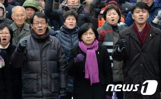 [사진]헌정사상 최초 정당해산 반발하는 통합진보당