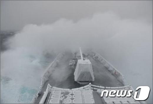[사진]'얼음 군함' 된 최영함