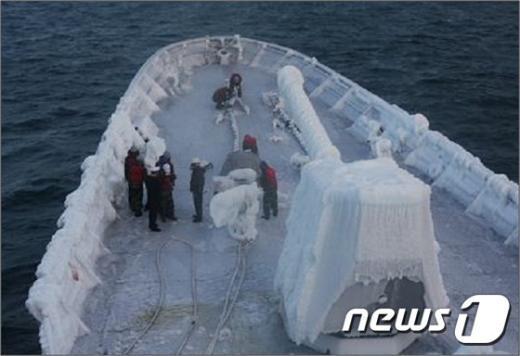 [사진]얼어붙은 최영함