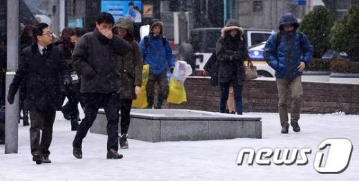 [사진]출근길 '곳곳 빙판길'