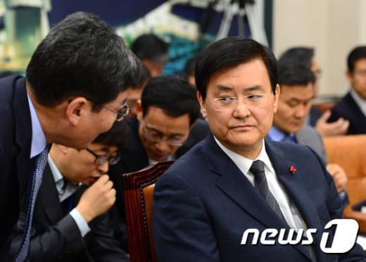 [사진]서승환 장관, 국토위 현안보고 준비