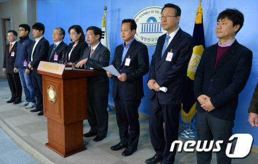 [사진]공무원연금 개혁 찬반 공개질의서 기자회견
