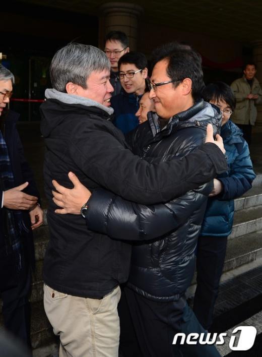[사진]'철도파업' 무죄 선고받는 김명환 전 위원장
