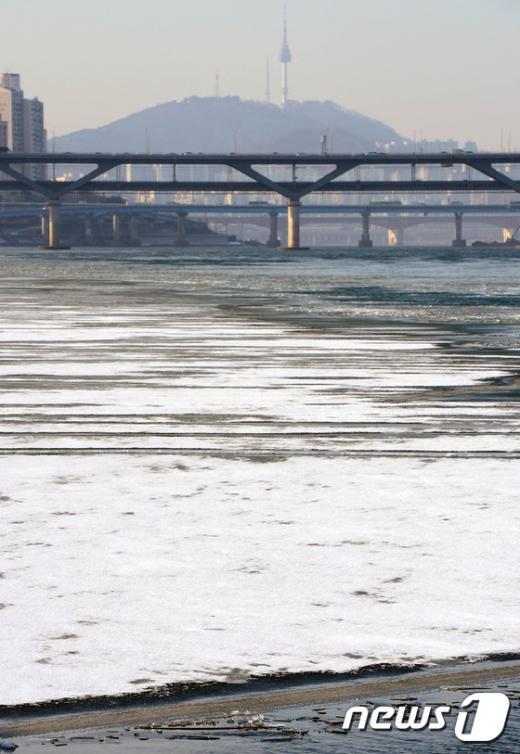 [사진]살얼음 낀 한강