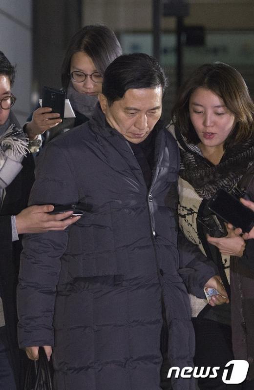 [사진]검찰 나서는 임영록 전 KB금융지주 회장