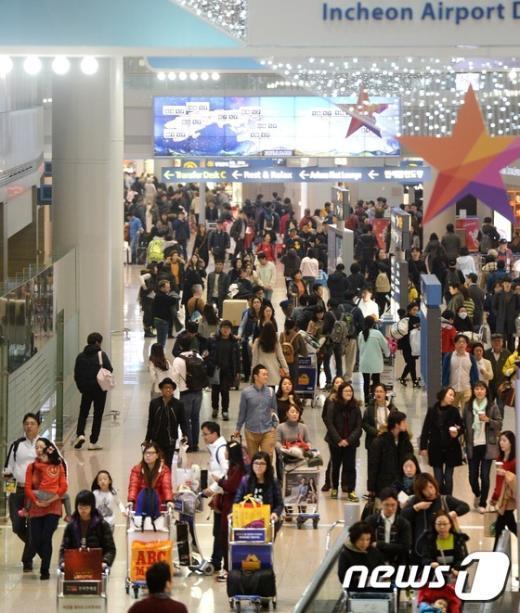 [사진]성탄절 앞두고 붐비는 인천국제공항