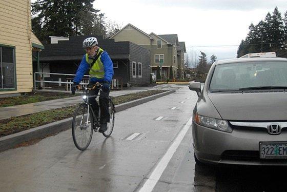 분리형 도로로서 다른 지역을 연결하는 거점 역할을 하고 있다.