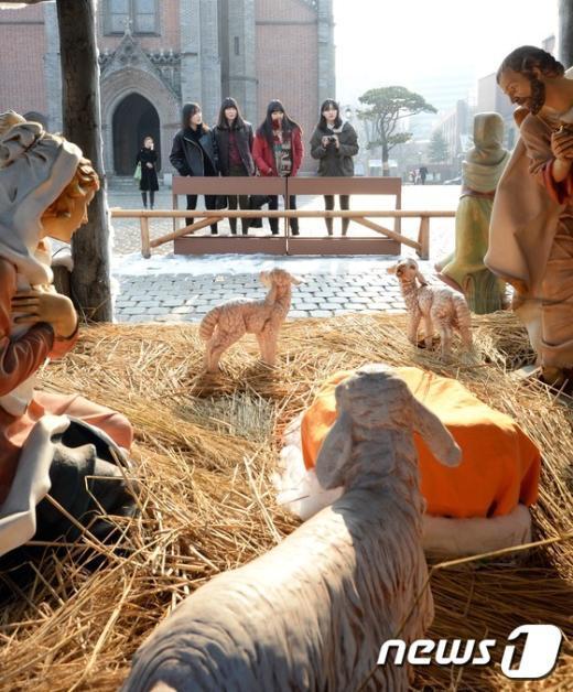[사진]'아기예수 이렇게 오셨구나...'