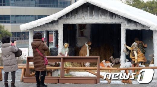 [사진]'아기 예수 이렇게 오셨네'