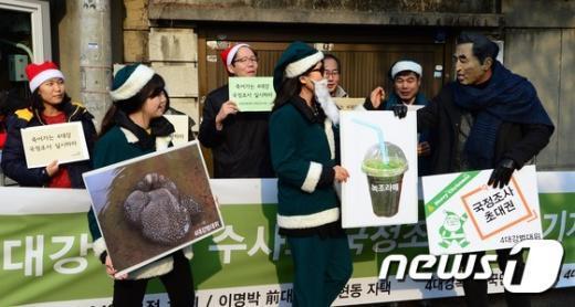 [사진]李 전 대통령에 전하는 선물