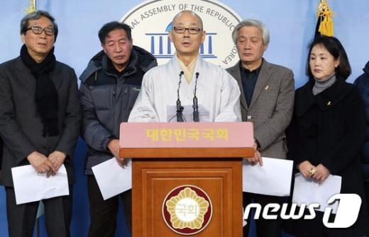 [사진]'국민선언' 발표하는 명진 스님