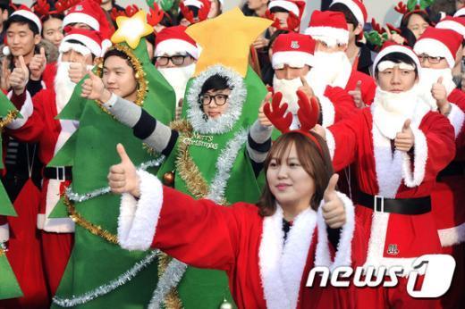 [사진]기쁜 마음으로 하나 된 산타