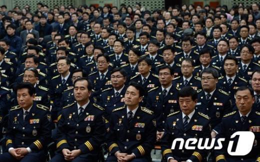 [사진]경찰청장 신년사 경청하는 참석자들