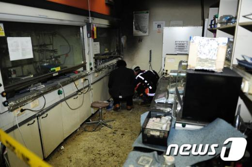 [사진]포스텍 화재현장 감식 중