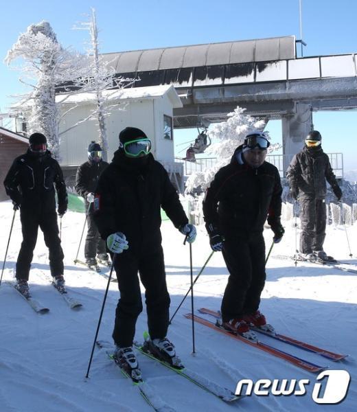 [사진]스키타는 김종덕 문화체육관광부 장관