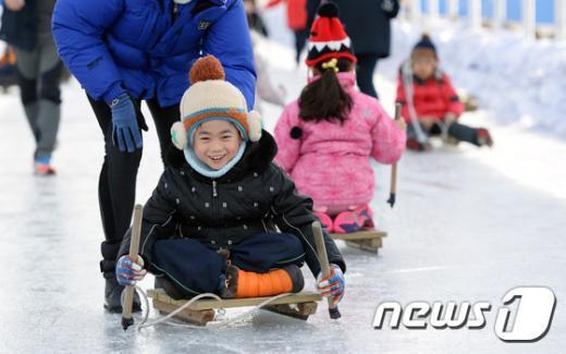[사진]도심 속 신나는 얼음썰매