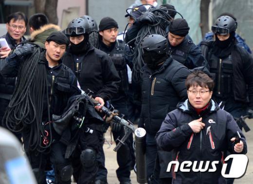 """17일 오전 트위터상에 """"박근혜 대통령의 자택을 폭파하겠다""""는 글이 올라와 경찰과 군병력이 출동하는 소동이 빚어졌다.(뉴스1 자료사진) © News1 박정호 기자"""