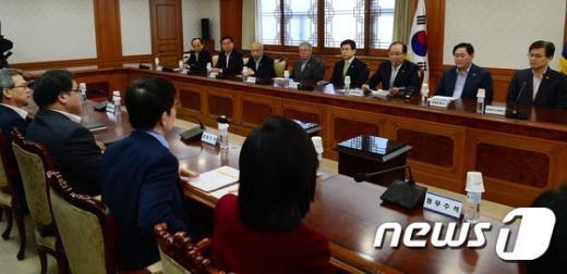 [사진]정책조정 강화 위해 마주앉은 靑-내각