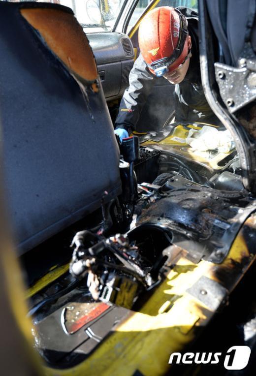 [사진]교회차량 엔진에 불나