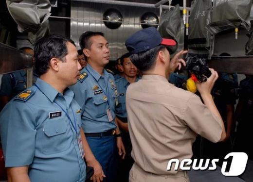 해군은 잠수함 전력을 강화하기 위해 기존 제9잠수함전단을 확대 개편한 잠수함사령부를 창설한다고 1일 밝혔다. 잠수함사령부 공식 창설식은 2일 경남 진해 잠수함사령부에서 열린다. 사진은 2011년 9월 5일 인도네시아 해군 대상 잠수함 운용 관련 교육훈련 모습. (해군 제공) 2015.2.1/뉴스1 © News1 조희연 기자